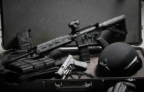 Картинка пистолет, оружие, фон, чемодан, каска, Glock, штурмовая винтовка