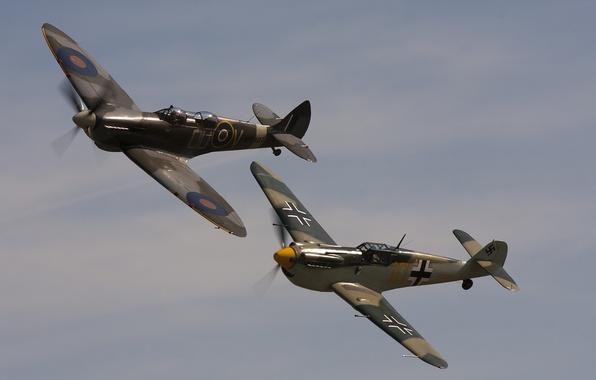 Картинка небо, войны, истребители, полёт, Мессершмитт, мировой, Второй, времён, Bf-109F, Spitfire Tr.9