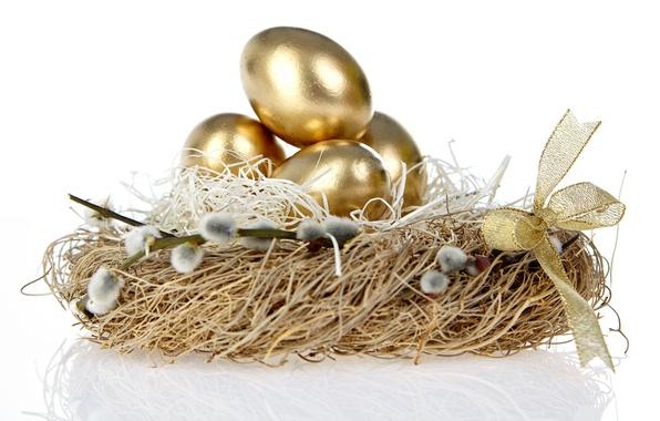 Картинка праздник, пасха, гнездо, бантик, золотые яички, веточки вербы