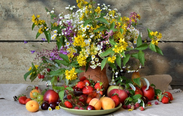 Картинка лето, цветы, ягоды, малина, яблоко, букет, земляника, клубника, виноград, груша, кувшин, фрукты, натюрморт, сливы, роскошь, …