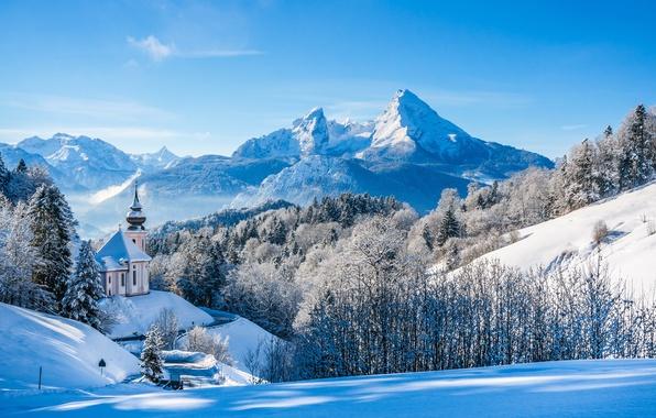 Картинка зима, лес, снег, деревья, горы, Германия, Бавария, Альпы, церковь