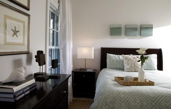 Картинка дизайн, стиль, комната, мебель, книги, лампа, кровать, интерьер, ваза, поднос