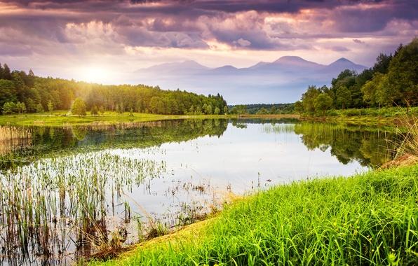 Картинка зелень, небо, трава, вода, облака, деревья, пейзаж, закат, горы, природа, озеро