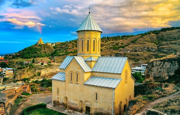 Картинка небо, облака, гора, дома, склон, церковь, Грузия, Тбилиси, Tbilisi