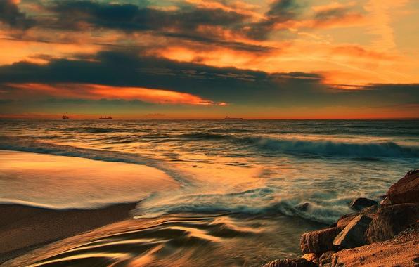 Картинка море, волны, пляж, закат, камни, корабли, вечер, горизонт
