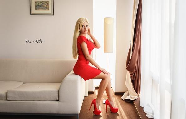 blondinka-v-belih-tuflyah