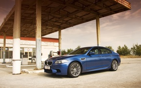 Картинка бмв, заправка, BMW, синяя, blue, F10