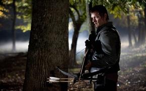Обои Ходячие мертвецы, сериал, Норман Ридус, The Walking Dead, Daryl Dixon, serial, зомби, актёр, zombie, арбалет, ...