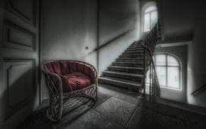 Картинка кресло, дверь, лестница
