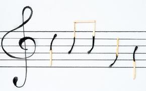 Обои скрипичный ключ, спички, знаки, нотный стан, ноты