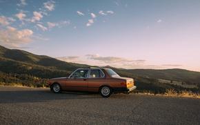 Картинка дорога, солнце, облака, деревья, горы, тень, BMW, долина, E21