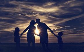 Картинка дети, поцелуй, семья, луч солнца