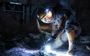 Картинка свет, фантастика, росток, скафандр, фонарик, Мэтт Дэймон, астронавт, Matt Damon, Марсианин, The Martian