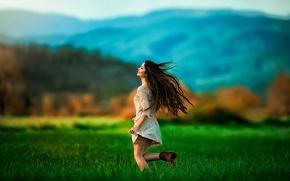 Картинка поле, свобода, девушка, платье, бег, Run, Esra