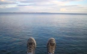 Обои озеро, небо, вода, кеды