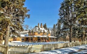 Картинка зима, небо, снег, деревья, дом, забор, усадьба