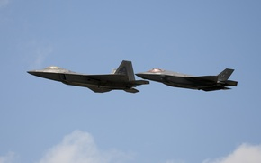 Обои пара, истребители, полет, F-22, F-35