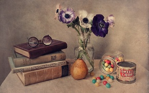 Картинка цветы, книги, очки, груша, натюрморт, драже