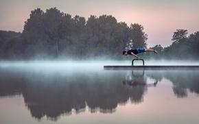 Картинка гимнаст, озеро, утро