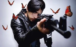 Обои бабочки, оружие, человек
