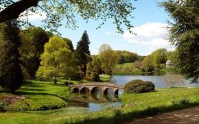 Картинка трава, деревья, мост, озеро, пруд, люди, Англия, дорожка, England, Wiltshire, Уилтшир
