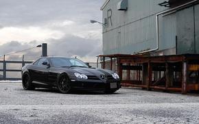 Картинка чёрный, здание, фонарь, black, Mercedes Benz, вид спереди, SLR McLaren, рампа, Мерседес Бенц, СЛР МакЛарен