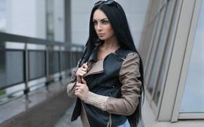 Картинка волосы, здание, Девушка, куртка, перила, длинные, кожаная