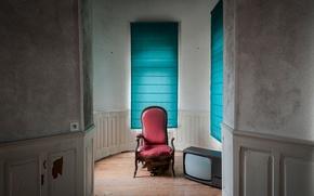 Картинка кресло, дверь, телевизор