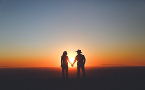 Картинка sky, woman, sunset, mountains, clouds, man, couple, silhouette