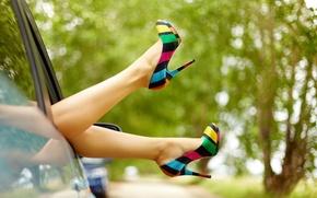 Картинка машина, листья, девушка, деревья, фон, widescreen, обои, ноги, настроения, листва, туфли, wallpaper, каблук, ножки, широкоформатные, ...