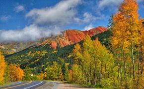 Картинка дорога, осень, небо, деревья, горы, склон, шоссе