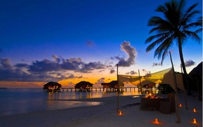 Картинка пляж, закат, океан, вечер, свечи, отель