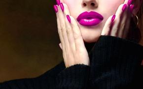 Картинка девушка, лицо, помада, губы, пальцы, свитер, маникюр