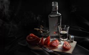 Обои рюмка, помидоры, нож, доска, водка