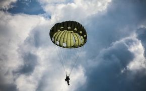 Картинка небо, облака, человек, парашют