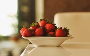 Картинка ягоды, клубника, тарелка