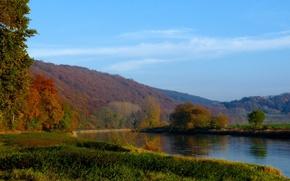 Картинка осень, трава, деревья, горы, река, Природа, river, trees, nature, autumn, mountain