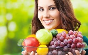 Картинка девушка, поза, улыбка, еда, красиво, фрукты