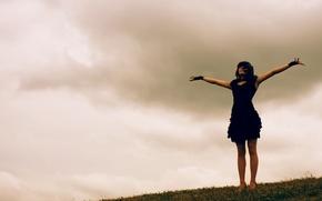 Картинка небо, трава, девушка, платье, DariaDreary