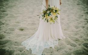 Картинка песок, пляж, цветы, белое, букет, платье, невеста