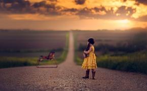 Картинка дорога, игрушка, платье, простор, девочка, книга, лошадка