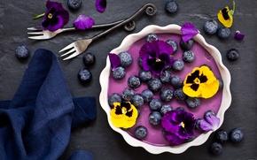 Обои цветы, ягоды, черника, анютины глазки, десерт, салфетка, вилки, панна-котта, черничная панна-котта