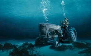 Обои аквалангист, пузыри, вода, трактор, дно