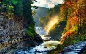 Картинка красота, течение, водопад, деревья, пороги, речка, лес, солнце, скалы, осень, камни, каскад