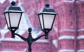 Картинка зима, белый, снег, снежинки, город, улица, площадь, фонарь, красная, сугроб, снегопад, январь
