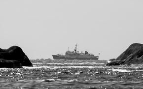 Картинка sea, ocean, rocks, ship, boats, sunlight