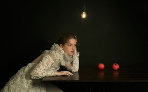 Картинка лампочка, девушка, стол, гранаты