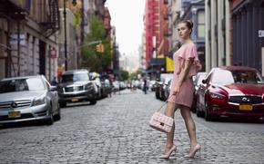 Картинка взгляд, девушка, город, стиль, улица, платье