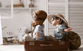 Картинка игра, игрушки, шляпа, чемодан, рюкзак, мишки, мальчики, лётчики