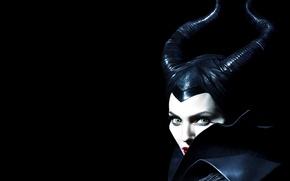 Картинка взгляд, Анджелина Джоли, Angelina Jolie, рога, колдунья, чёрный фон, Maleficent, Малефисента